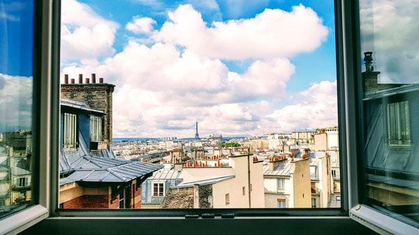 Acheter plus grand pour moins cher : vue sur les toits de Paris