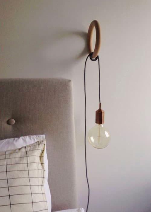 Lampes de chevet suspendues pour apporter de la légèreté en tête de lit