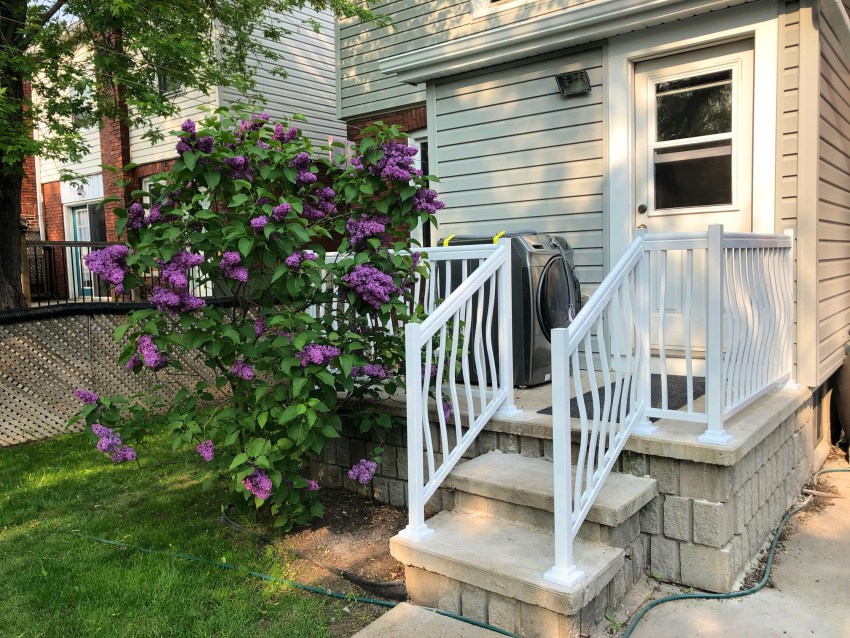 Renaissance Rail aluminum spindle railings, white, curved, on a back porch in Hamilton, ON