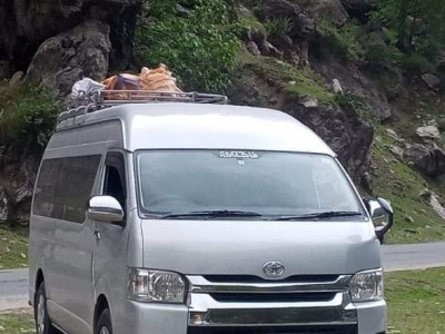 Toyota Hiace Grand caban 13 or 15 setes . Chill a.c.