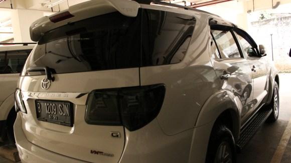 sewa-fortuner-putih-harga-contoh-gambar-mobil-mewah.jpg.jpeg