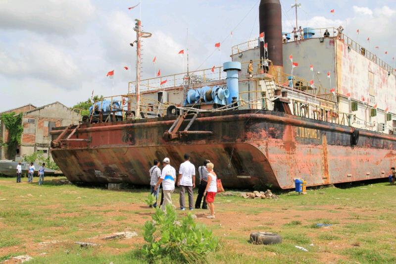 Kapal PLTD Apung ini merupakan kapal generator yang menghasilkan Listrik untuk menyuplai kekurangan listrik ke kota Banda aceh. kapal dengan berat 2500 Ton terhempas kuatnya gelombang tsunami ke perkampungan warga sejauh 6KM.