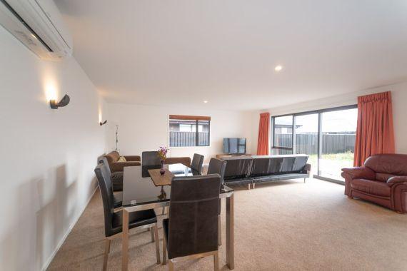 Rent-A-Room 8 Regent Street Living 1_preview