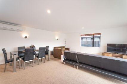 Rent-A-Room 8 Regent Street Living 2_preview