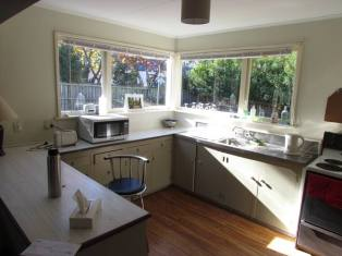 22 Bowen Street - Rent-A-Room - Kitchen