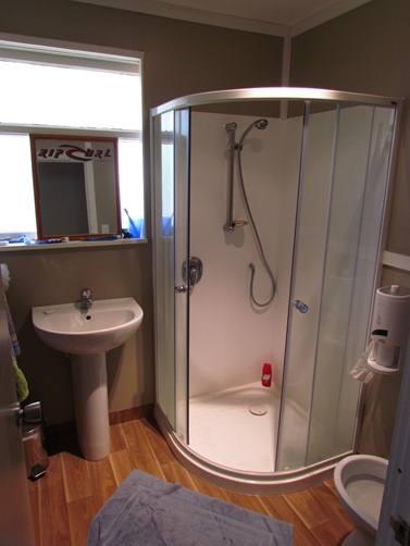 22 Bowen Street - Rent-A-Room - Bathroom 1