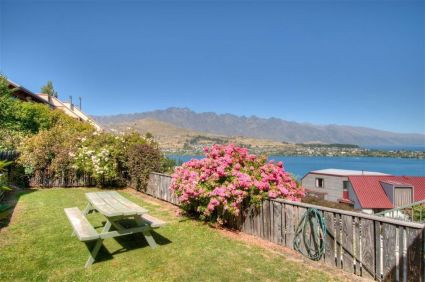 28 Earnslaw Terrace, Queenstown Hill Rent-A-Room Garden 2