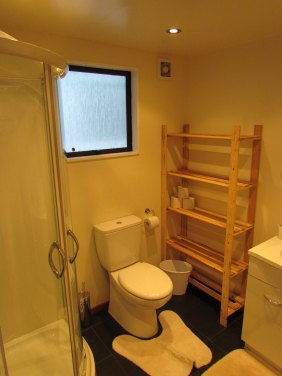 4a Weaver Street Queenstown Rent-A-Room Room Bathroom 1a