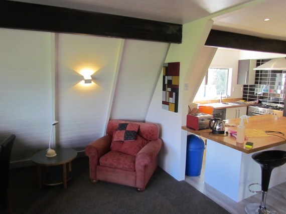 6a William Street (Uo) Queenstown Rent A Room Room Living ad