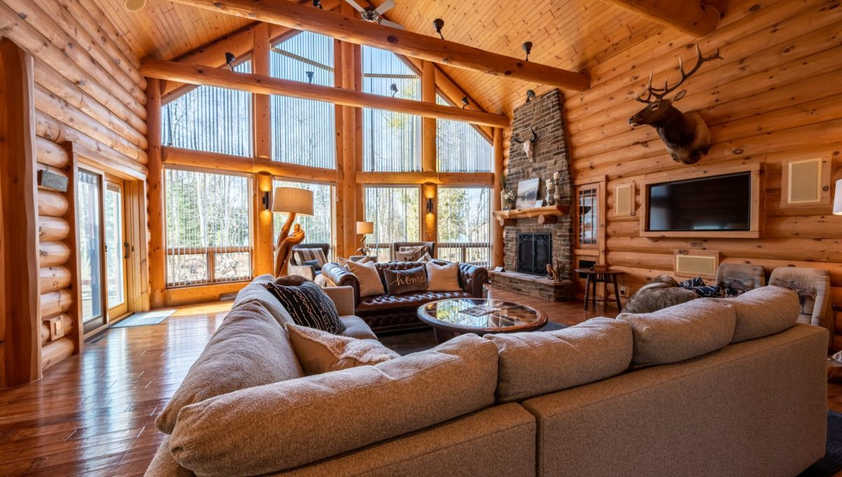 5559 Cave Point Drive-23