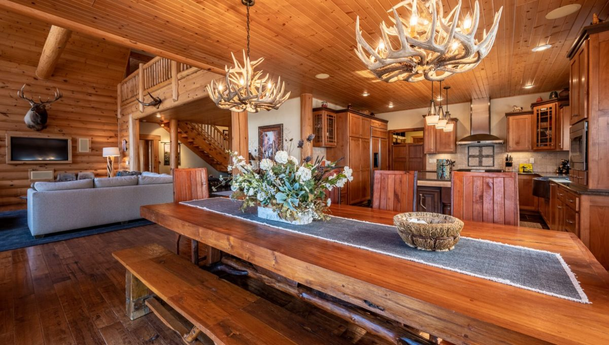 5559 Cave Point Drive-26
