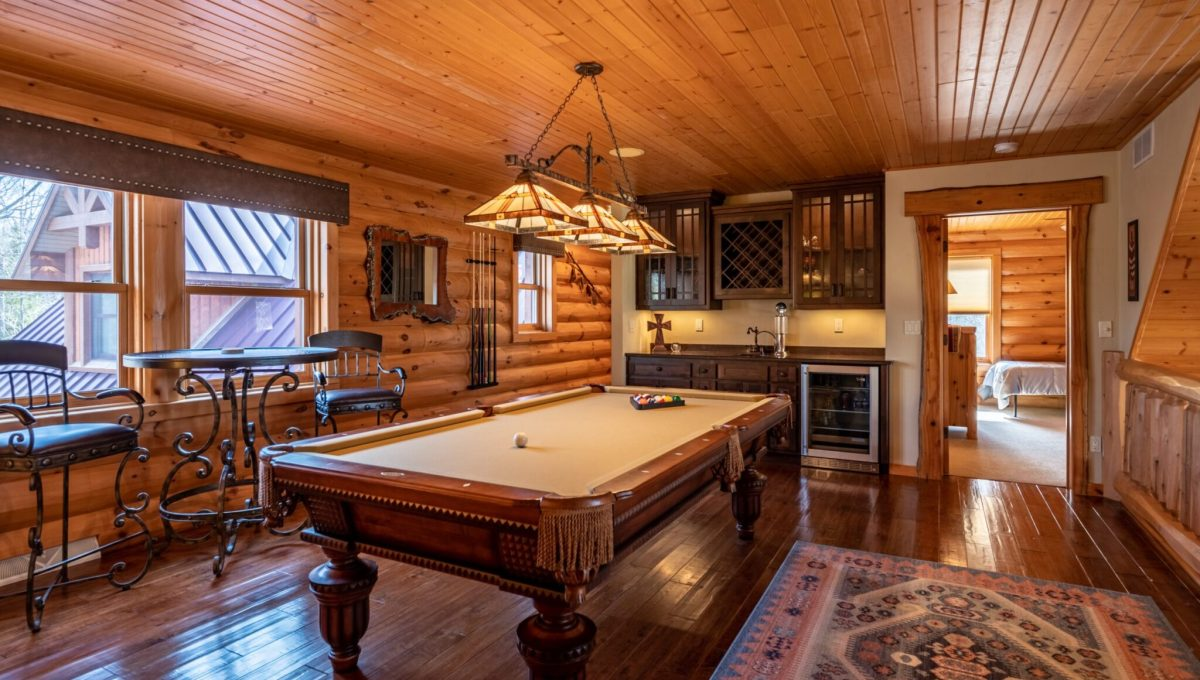 5559 Cave Point Drive-35