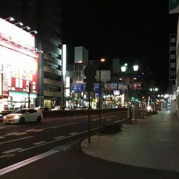 山形駅前大通りの夜
