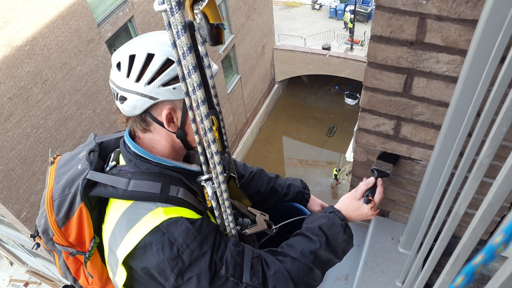 rope access brick painting tinting abseiling