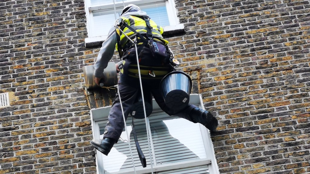 rope access abseiling pointing