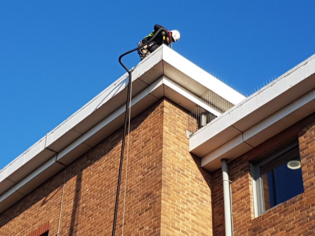 high level commercial gutter cleansing