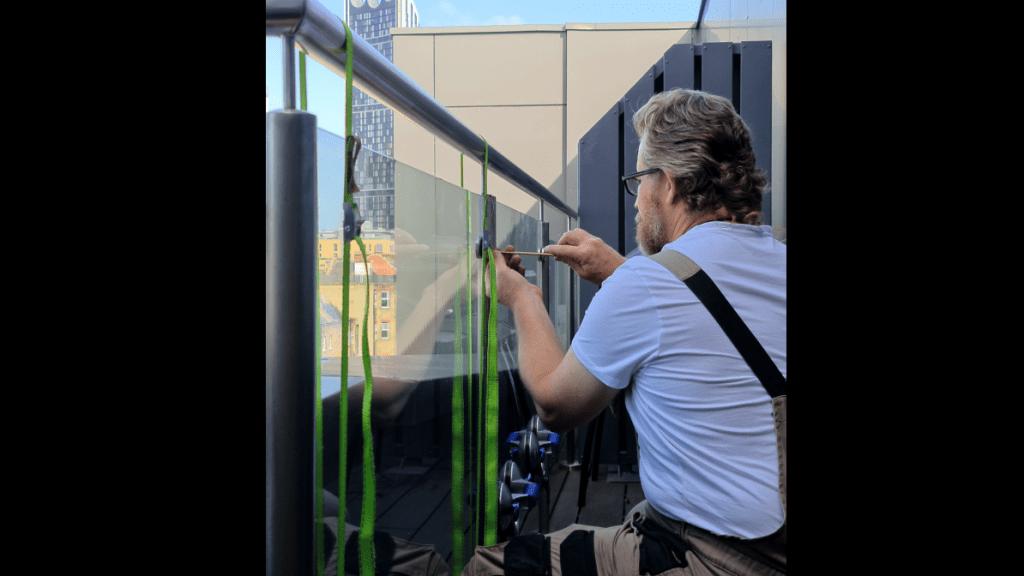 balustrade glazing maintenance
