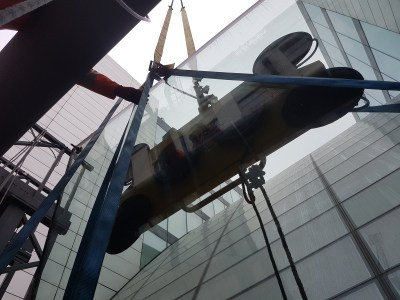 glass lifting operation