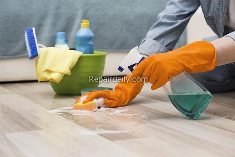 cleaning vinyl floors