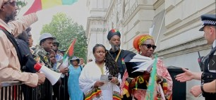 Eshter-Standford-Xosei-PARCOE-and-members-of-the-Rastafari-Movement-U.K-hand-in-petition-to-Downing-Street