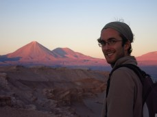 Grégory au coucher de soleil dans la Valle de la Luna