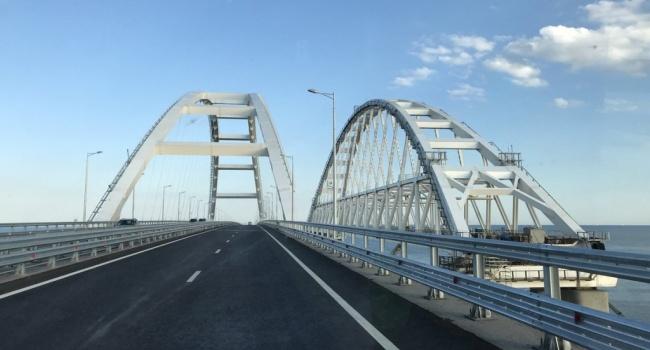 Политолог: россияне могут взорвать Керченский мост, что станет предлогом для наступления
