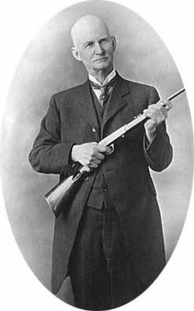 BROWNING_WITH_RIFLE