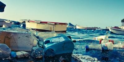 Déchets dans la mer. Photo : Alain Bachelier