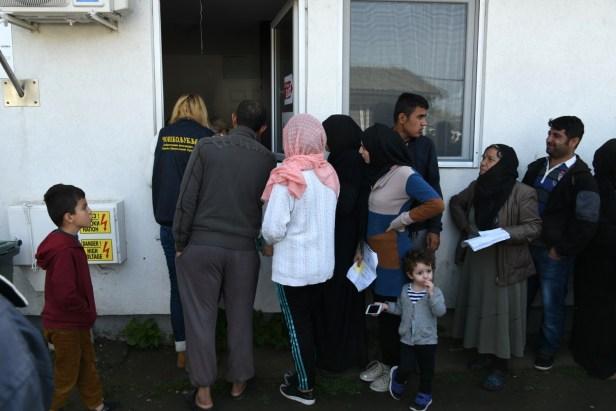 File d'attente de demandeurs d'asile lors d'une distribution de bons d'achat