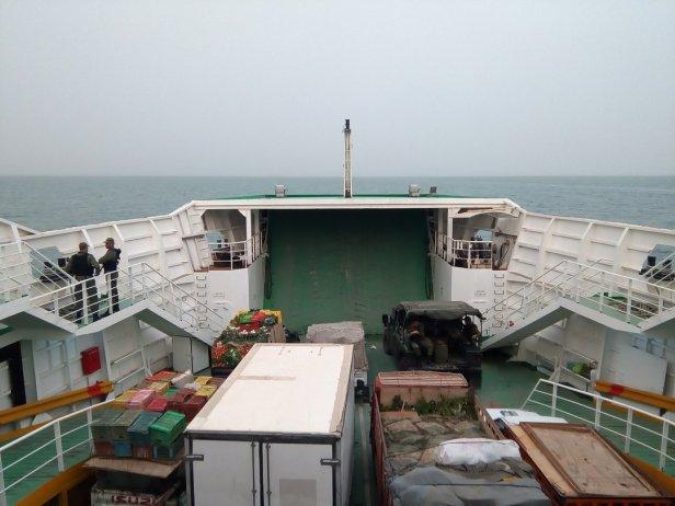 Militaires tunisiens dans le ferry pour les îles Kerkennah