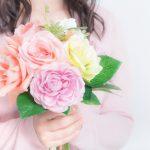 母の日は花と一緒に送るプレゼント…おすすめは?スイーツ?