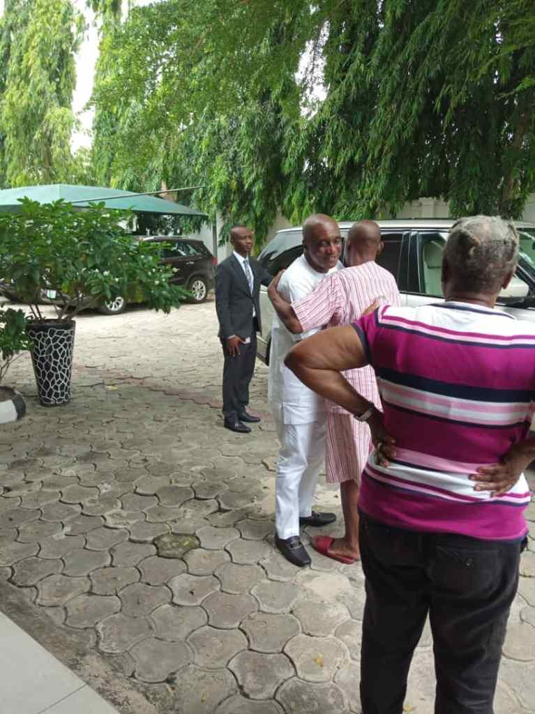 Ibiyeomi pays condolence visit to Keniebi's family