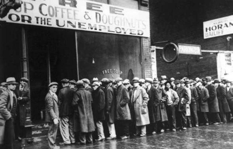 queue chomeurs - crise de 1929 - krach de 29 - effondrement economiquequeue chomeurs -