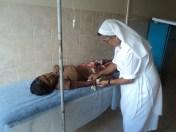 Hermana Ilvia Rosa atendiendo a warao en el Hospital de Guayo. Fotografía: Maryelin Urquía
