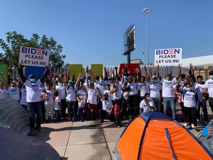 Manifestación de migrantes refugiados en El Chaparral, Tijuana, México. Foto: Casa de Luz