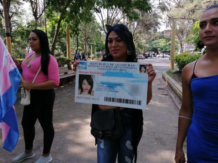 Las personas trans en Honduras pueden cambiar sólo su fotografía en la nueva tarjeta de identidad, pero no pueden cambiar su nombre. Foto: Luis Vallecillo