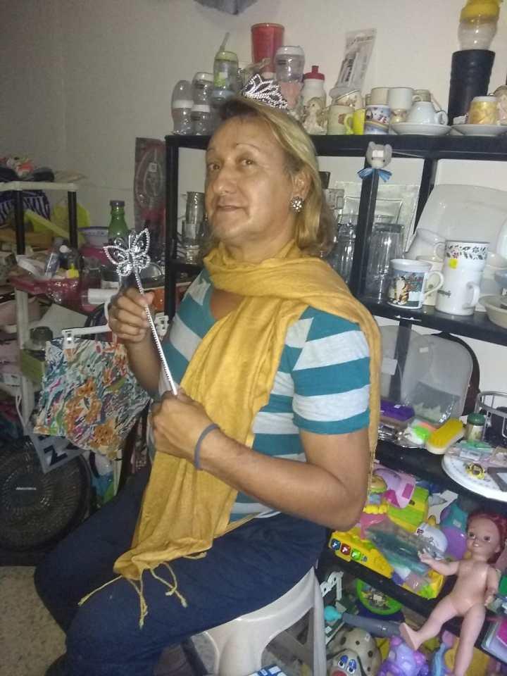 Rebeca Lara, mujer trans de 59 años, se está recuperando de los golpes que recibió el 29 de abril.