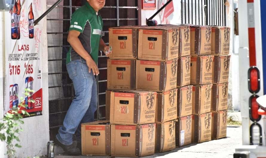 Joven de Los Aztecas llama a sus amigos en su primer día como repartidor de cerveza y se beben todo el camión.