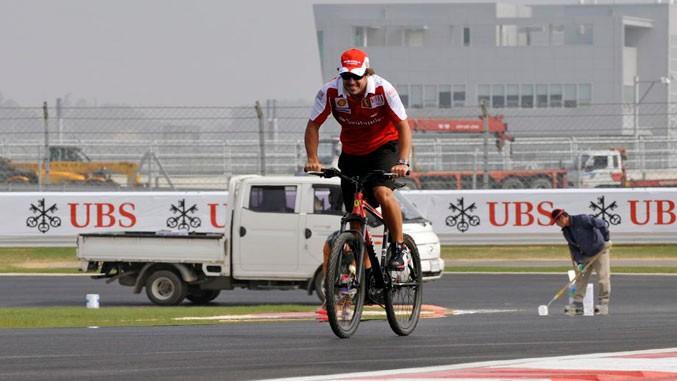 Biciklista Formula 1 udes