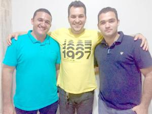 Vereador Jean de Canaã dos Carajás a esquerda, a direita o advogado Dr. Fernando e ao centro o pré-candidato