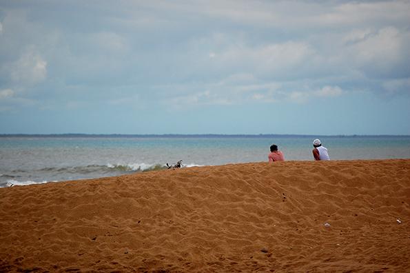 Margens da praia estão assoreadas e dificultam a atuação dos pescadores (Foto: Guilherme Zocchio)