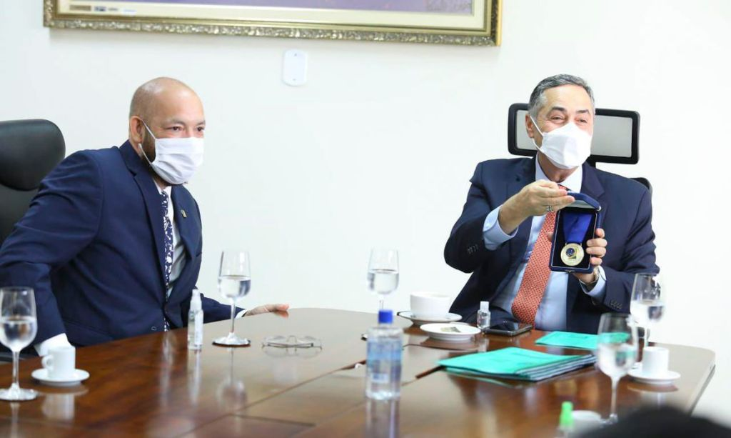 O presidente do Tribunal Superior Eleitoral (TSE), ministro Luís Roberto Barroso, esteve em Macapá, neste sábado (05) para acompanhar os trabalhos de preparação para o pleito municipal que será relaizado amanhã (06)