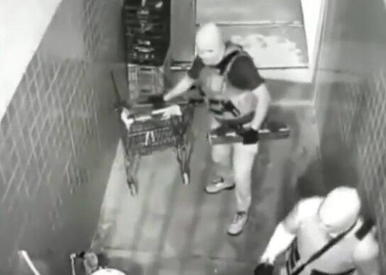 Camera-registra-invasao-a-supermercado-onde-bandidos-explodiram-caixa-eletronico-em-Joao-Pessoa-544x388
