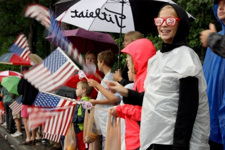 A crowd of cheering kids watching the Dunwoody Fourth of July parade on Mount Vernon Road. Photo by Ellen Eldridge
