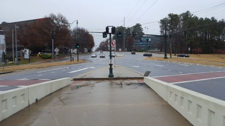A pedestrian's-eye view of the Ashford-Dunwoody diverging diamond from the median sidewalk. Crosswalks branch out at sharp angles to cross the highway ramps via two islands. (Photo John Ruch)