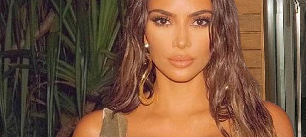 Kim Kardashian en su Bikini Blanco