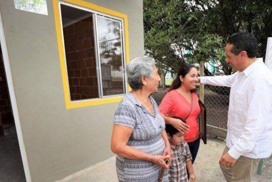 COMPROMISOS CUMPLIDOS. CARLOS JOAQUÍN ENTREGA CASAS A FAMILIAS DE ZONAS RURALES