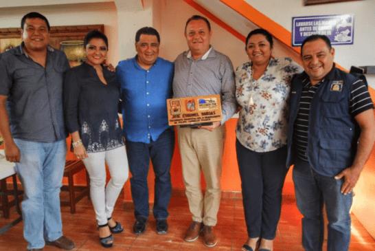 """ENTREGAN RECONOCIMIENTO AL PRESIDENTE MUNICIPAL ELECTO DE  FCP """"CHACKMEÈX"""""""