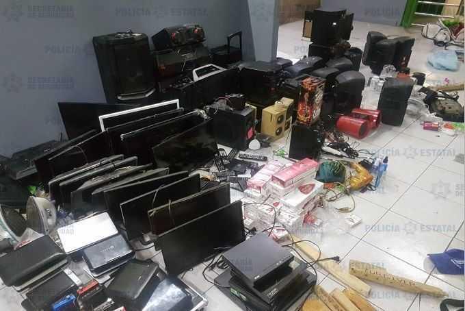 Incautan-pantallas-videojuegos-y-drogas-en-penal-de-Tlalne.jpg