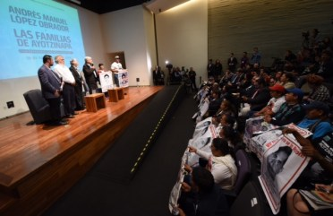 Mensaje a medios Ayotzinapa 02.JPEG